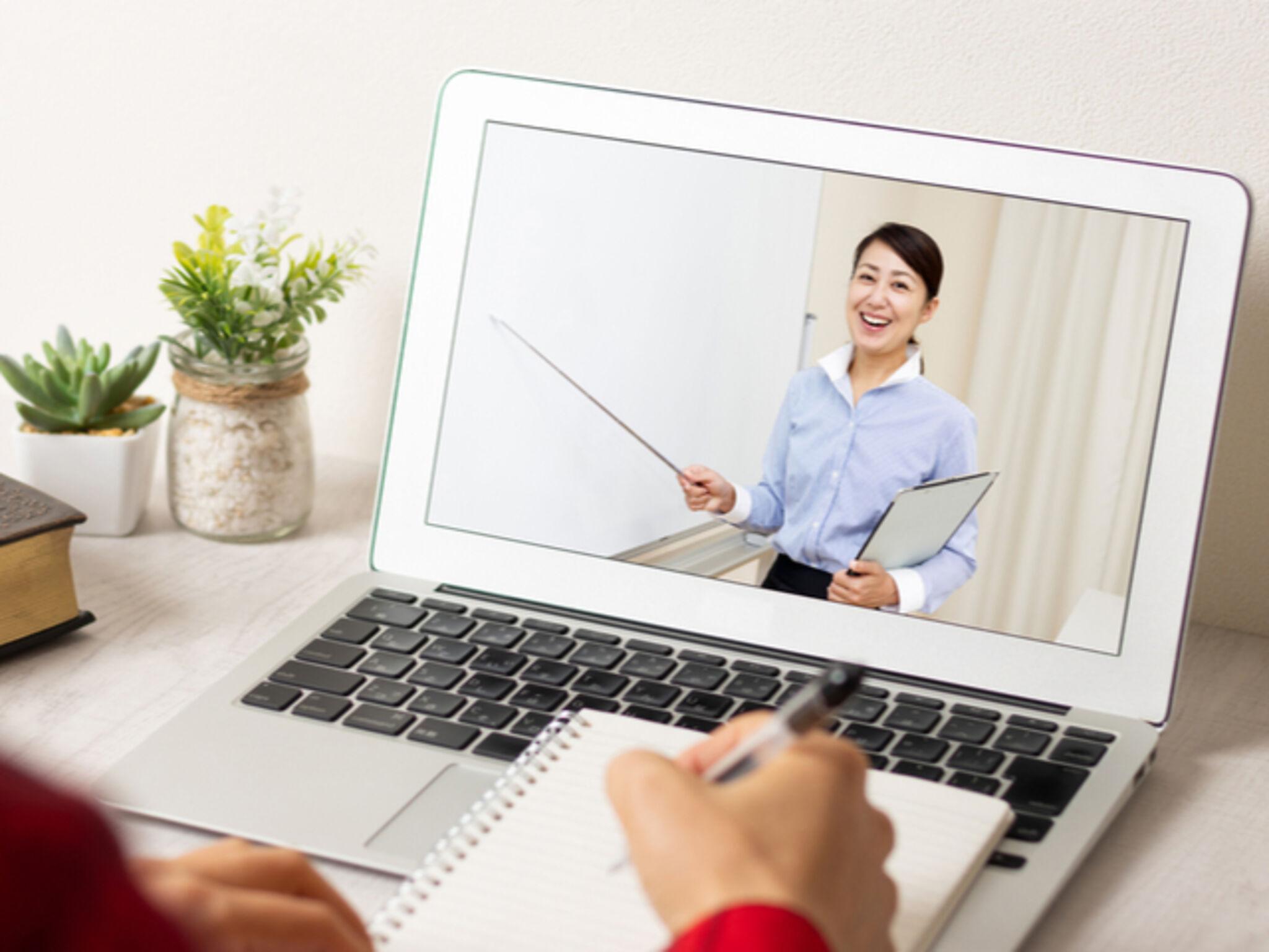 オンライン授業を行う塾の画像