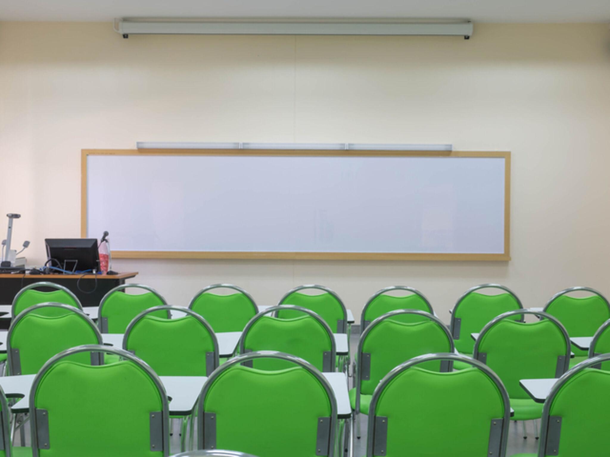 塾の教室画像