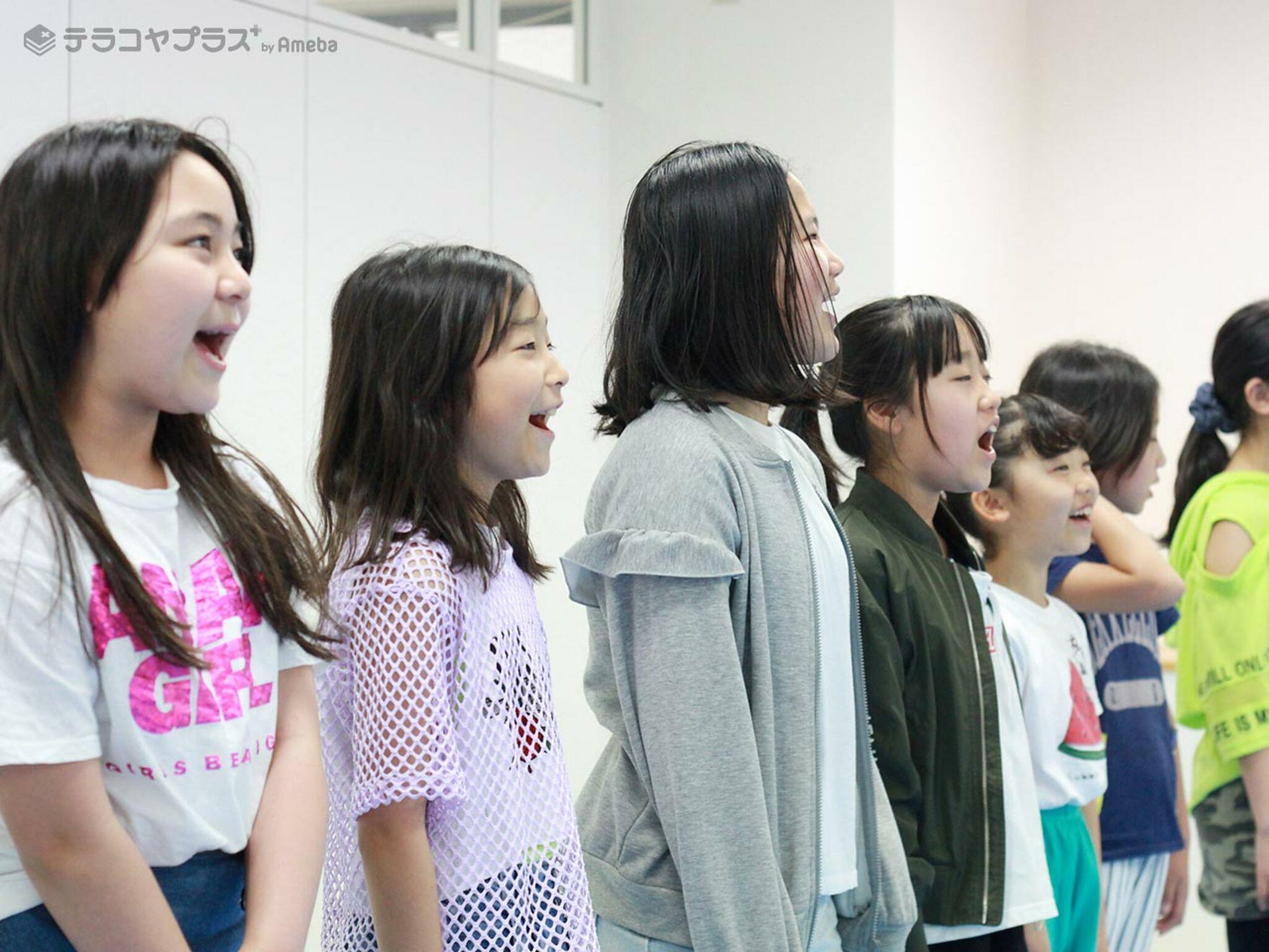 発声練習をしている子どもの画像