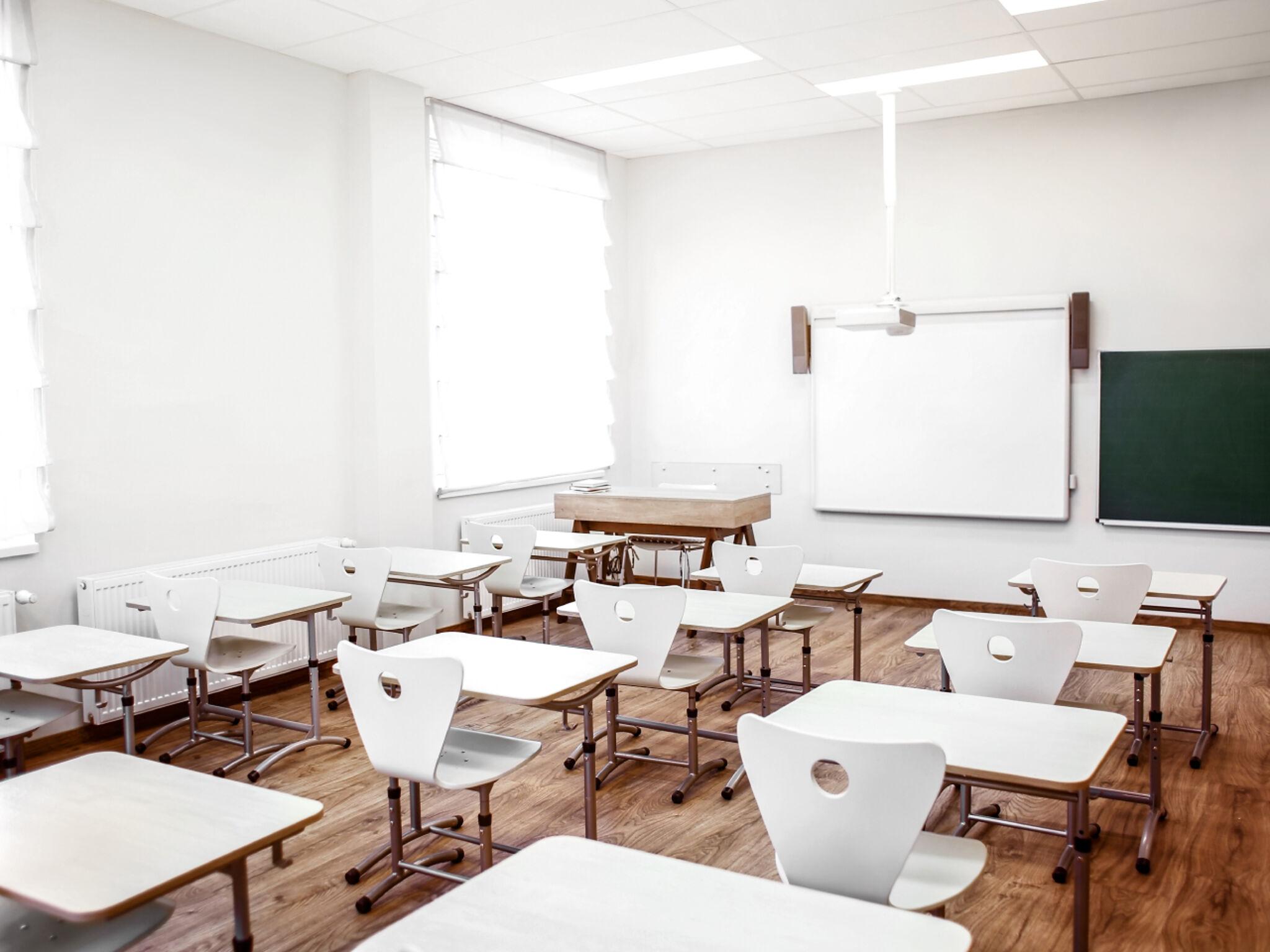 塾の教室の画像