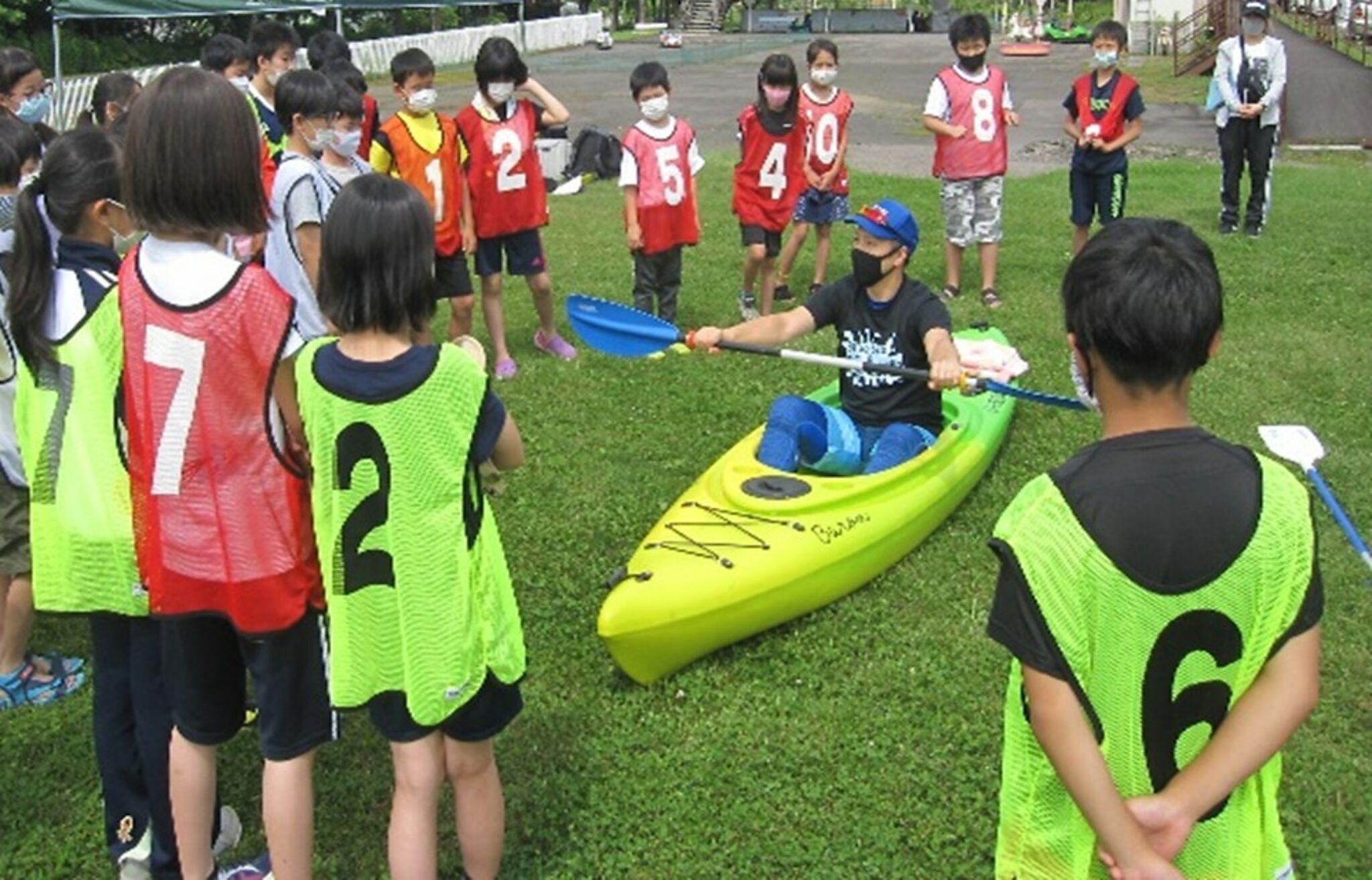 放課後子供教室でスポーツをしている子どもたちの画像