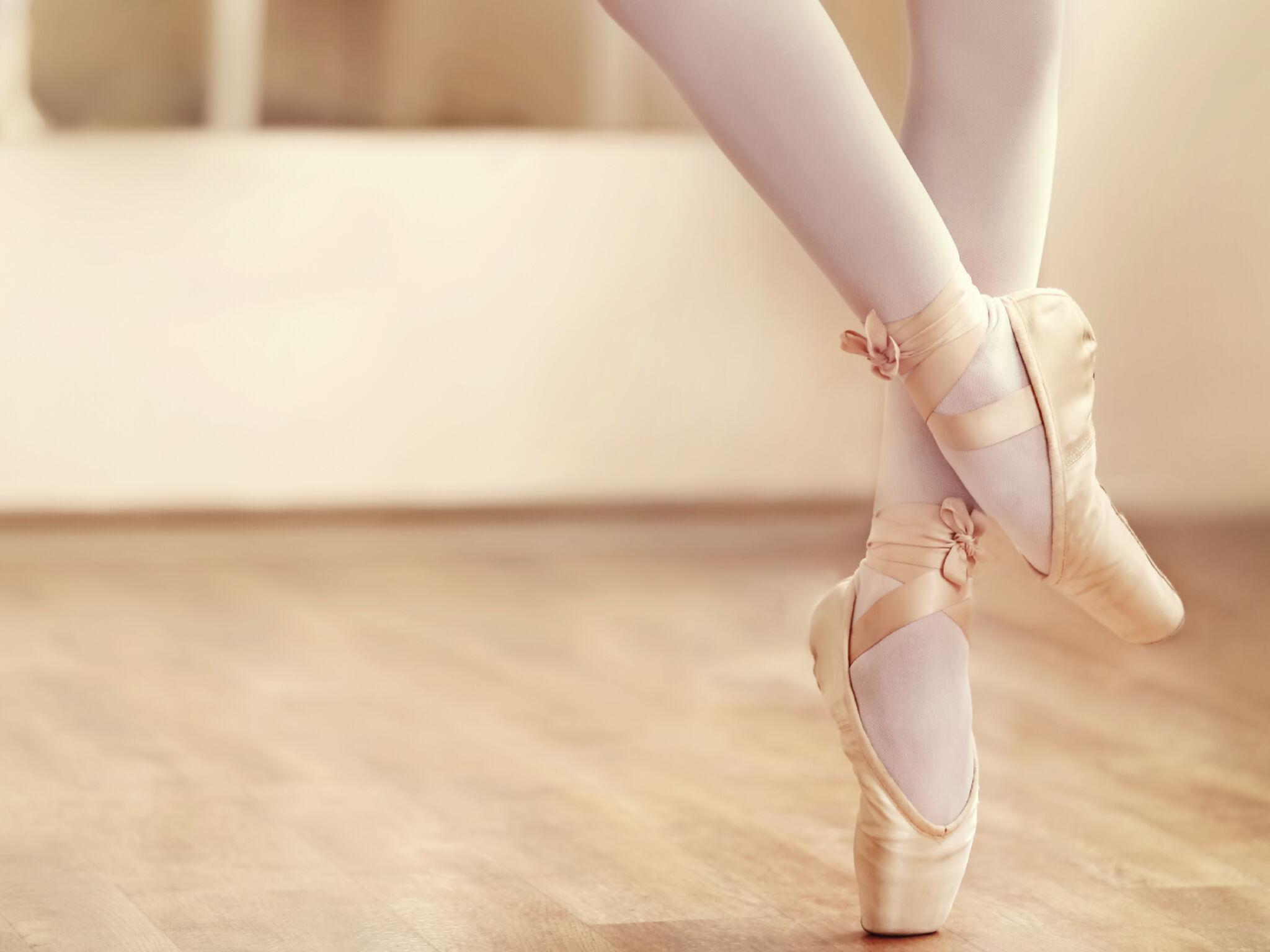 バレリーナの足元の画像