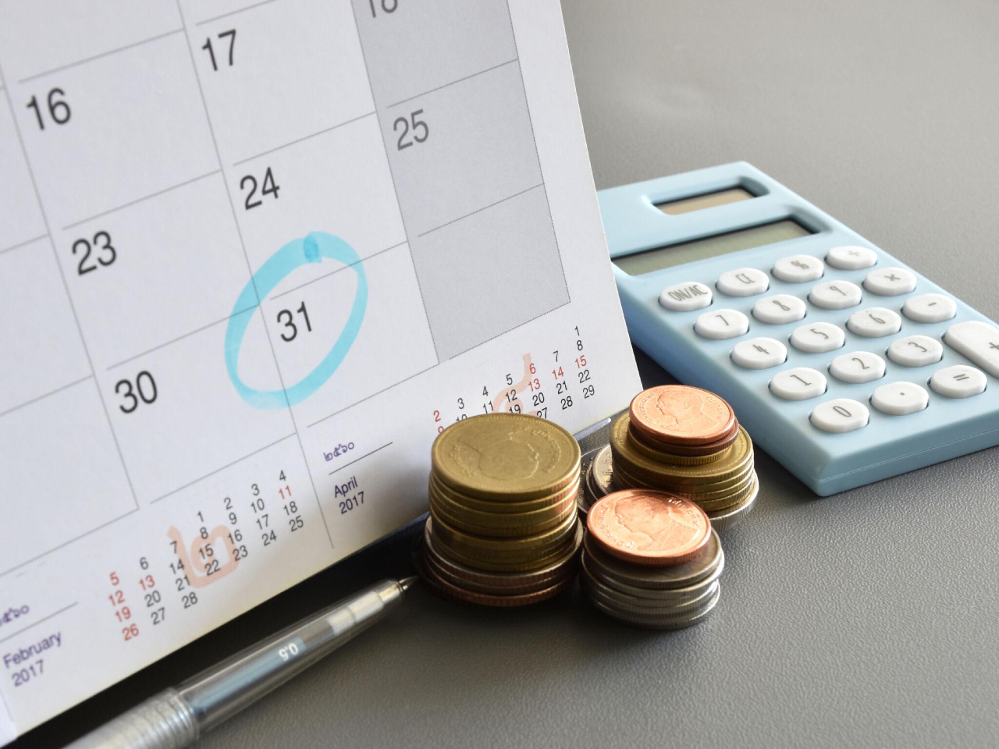カレンダーお金、計算機の画像